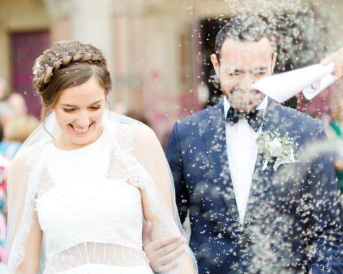 lancer de riz à la sortie des mariés. photographe professionnel spécialisé mariage troyes