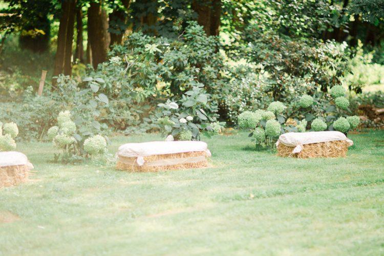 chaise en paille idée décoration vin d'honneur mariage champetre et chic