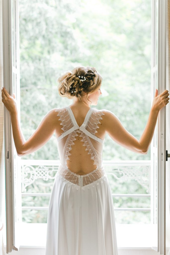 une jolie robe dos nu de la marié