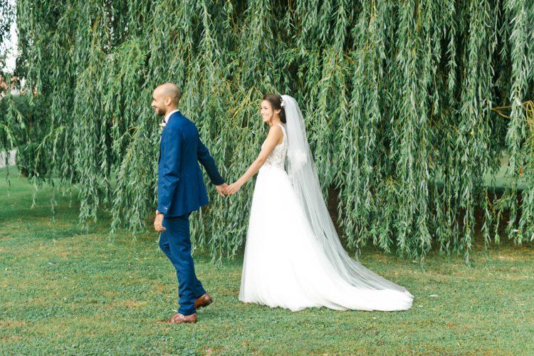 Mariage dans un chateau. photo couple lumineuse fine art