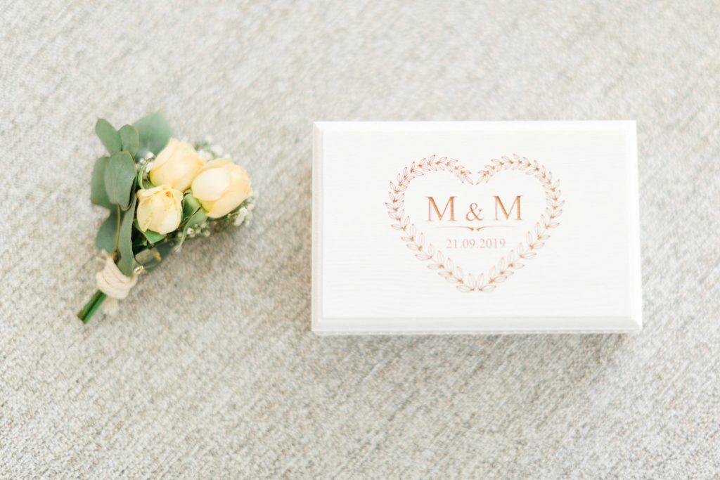 coffret alliances mariage et botonnière du marié